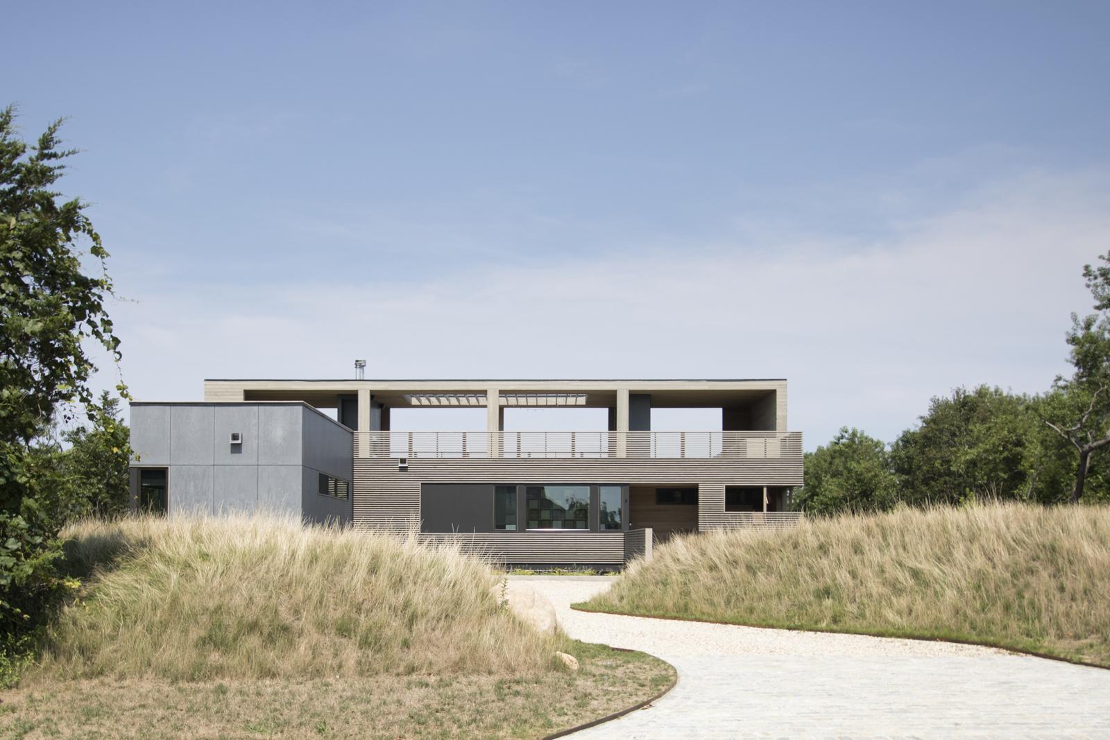 01-res4-resolution-4-architecture-modern-modular-house-prefab-home-north-fork-bluff-house-exterior-facade-elevation.jpg