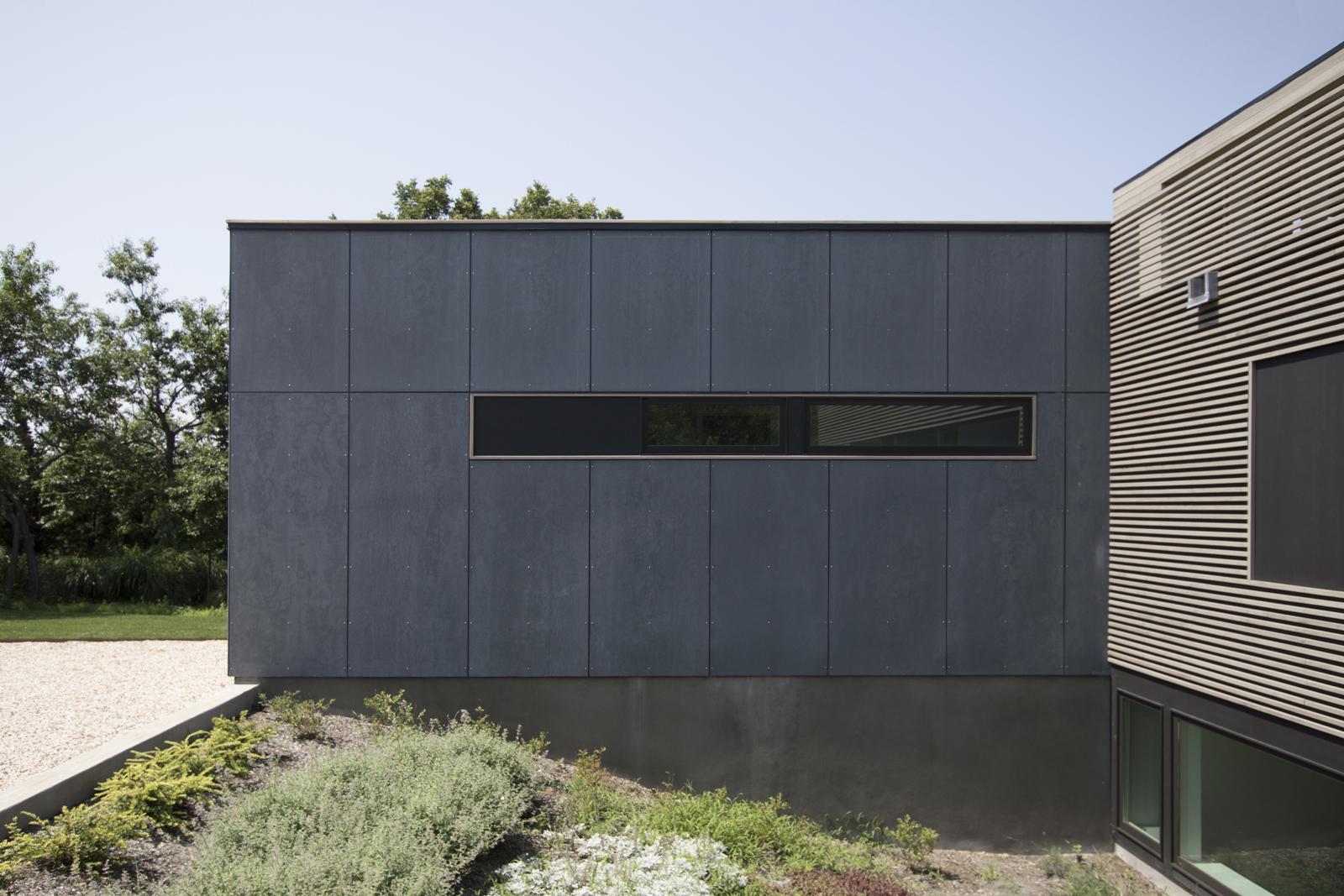 04-res4-resolution-4-architecture-modern-modular-house-prefab-home-north-fork-bluff-house-exterior-facade-elevation.jpg