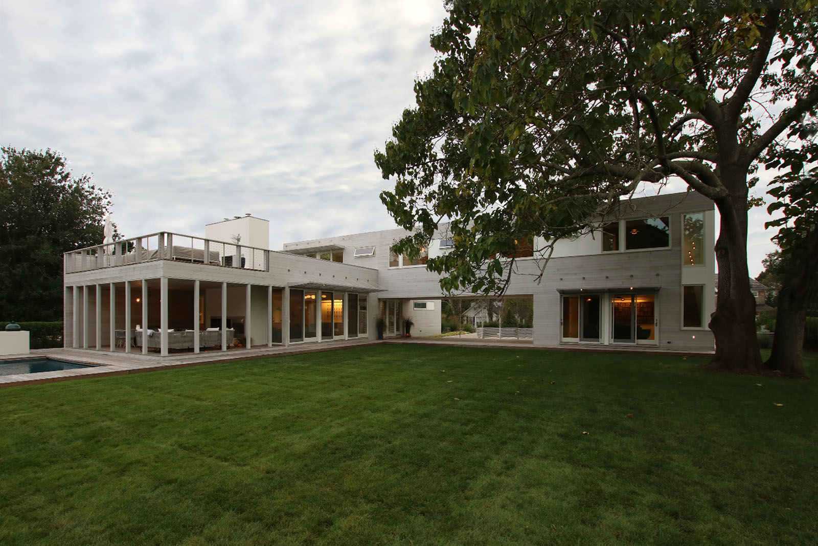 10-re4a-resolution-4-architecture-modern-modular-prefab-bridgehampton house-exterior-dusk-2.jpg