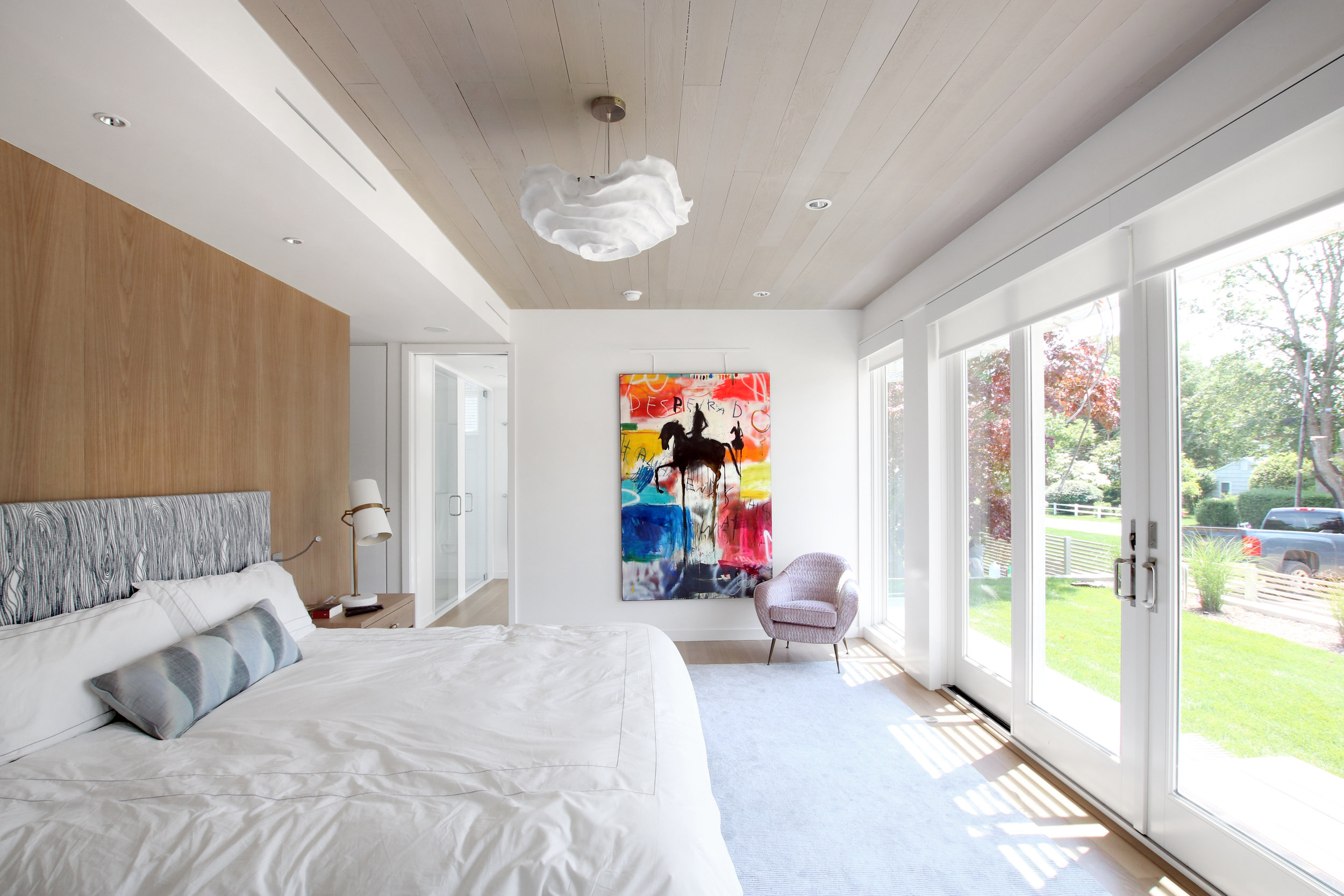 30-re4a-resolution-4-architecture-modern-modular-prefab-bridgehampton house-master-bed-cedar-ceiling.jpg