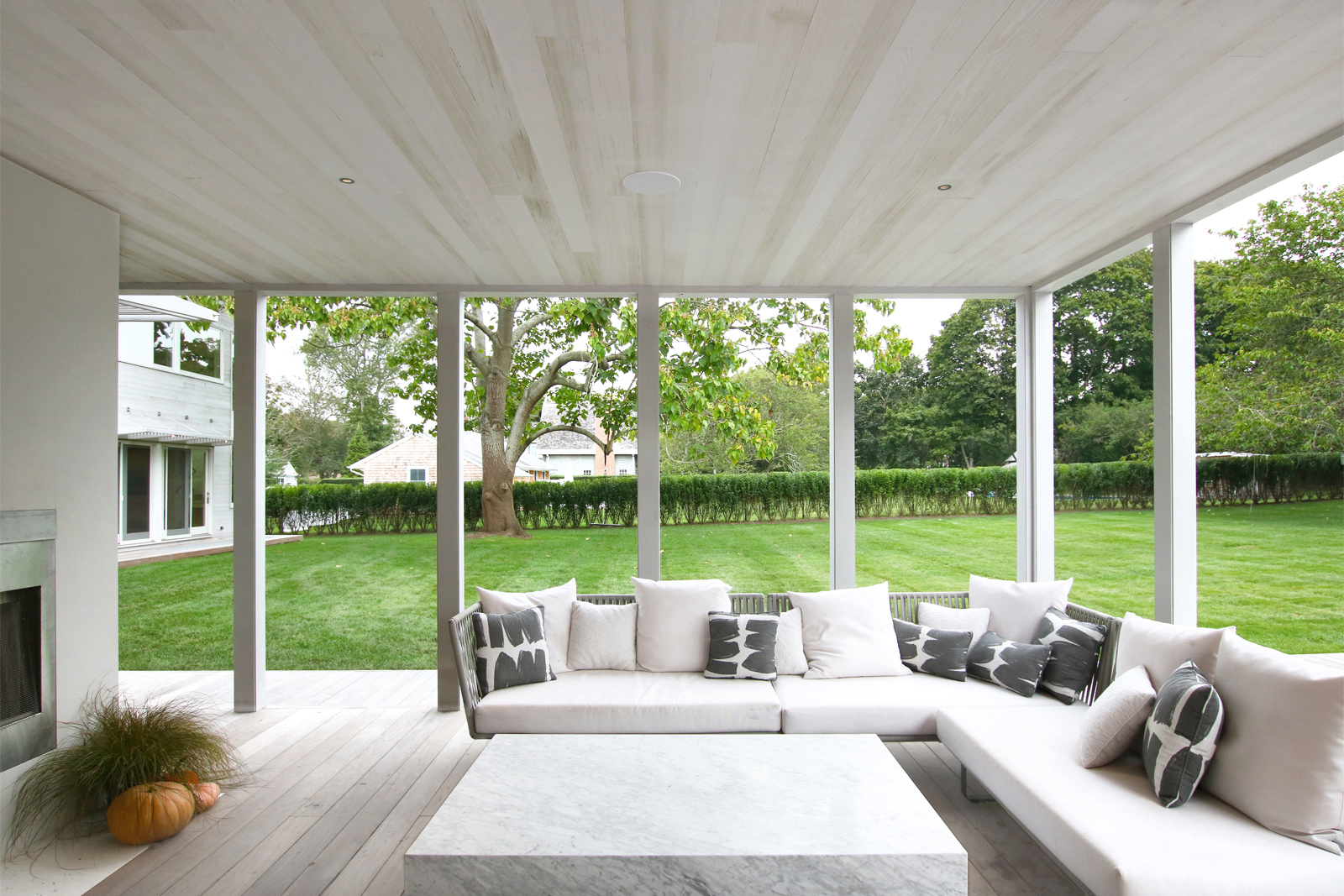 24-re4a-resolution-4-architecture-modern-modular-prefab-bridgehampton house-exterior-screened-porch.jpg