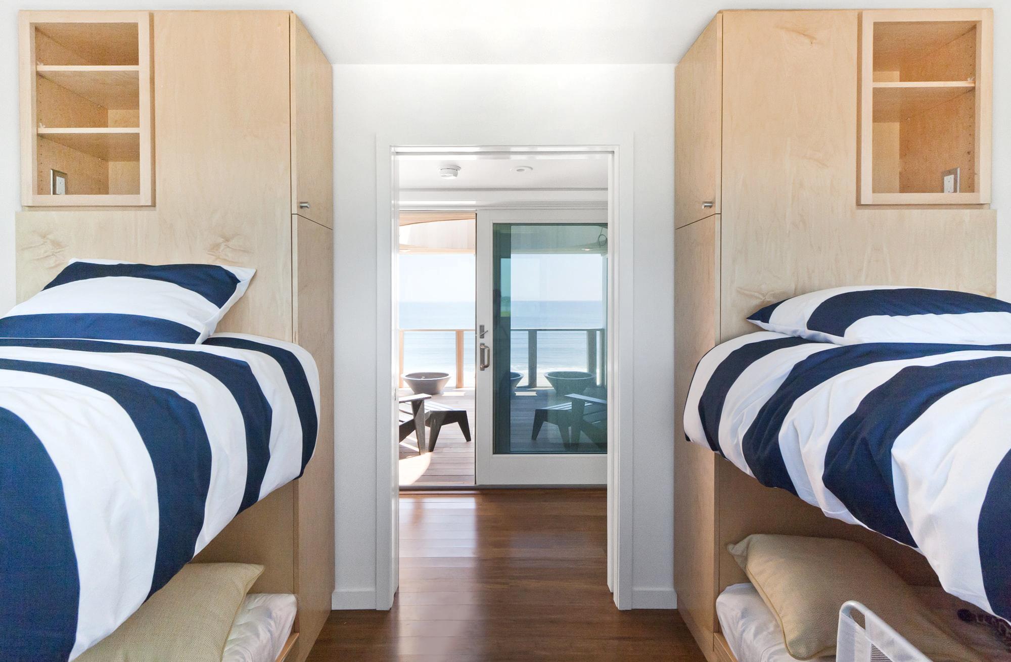 10-res4-resolution-4-architecture-modern-modular-home-prefab-dune-road-beach-house-interior-bedroom.jpg