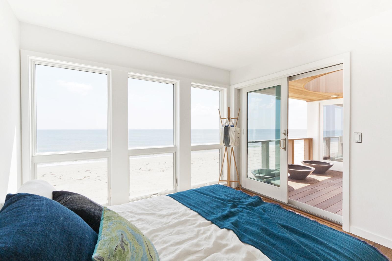 12-res4-resolution-4-architecture-modern-modular-home-prefab-dune-road-beach-house-interior-bedroom.jpg