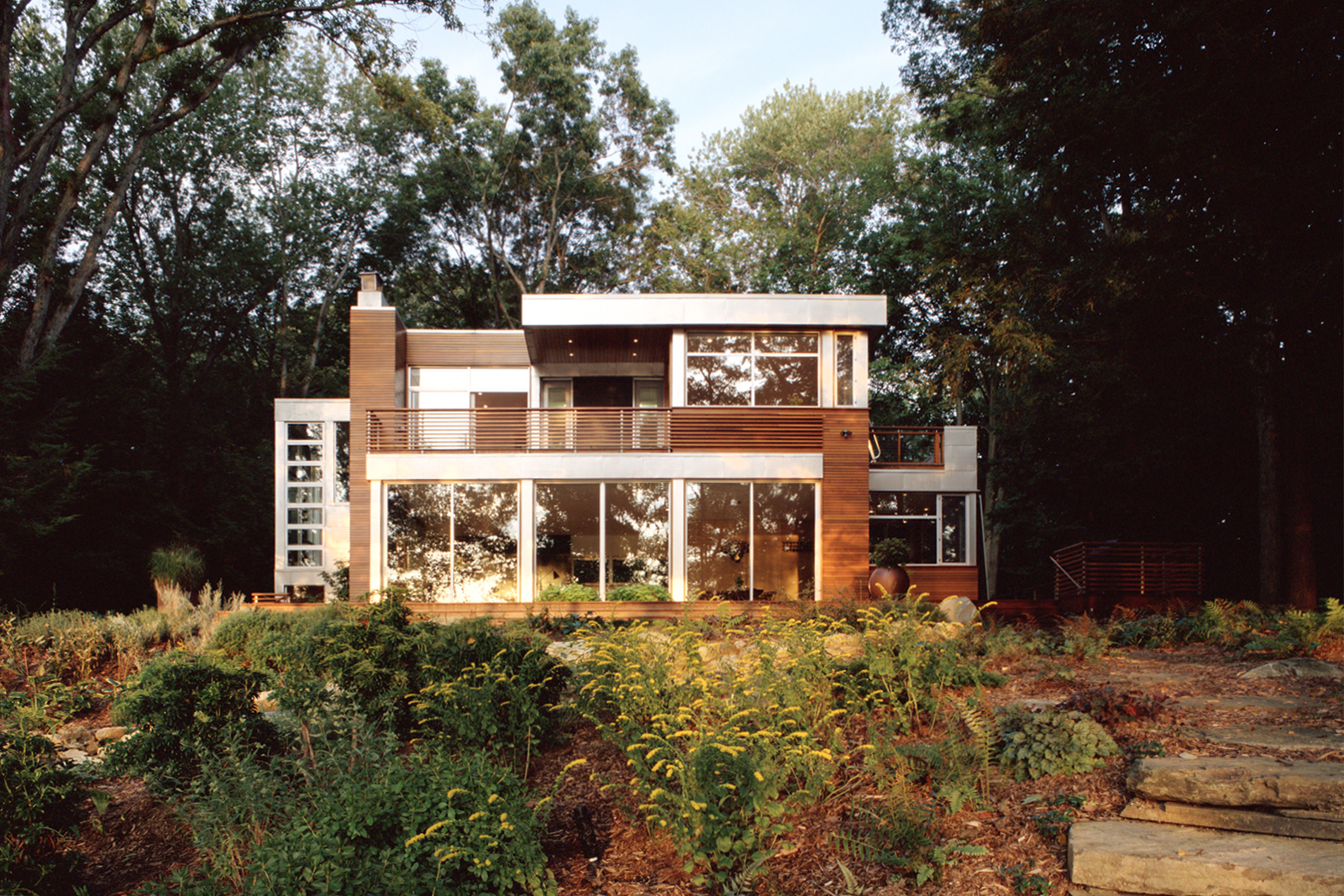 01-res4-resolution-4-architecture-modern-home-residential-lakeside-house-exterior.jpg