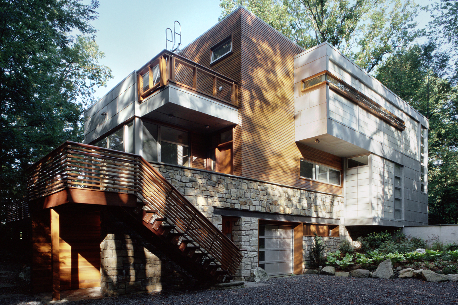 04-res4-resolution-4-architecture-modern-home-residential-lakeside-house-exterior.jpg