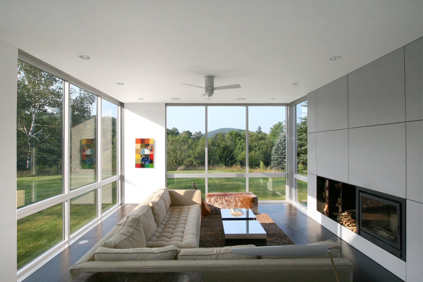 05-res4-resolution-4-architecture-modern-modular-home-prefab-sunset-ridge-house-interior-living-room.jpg