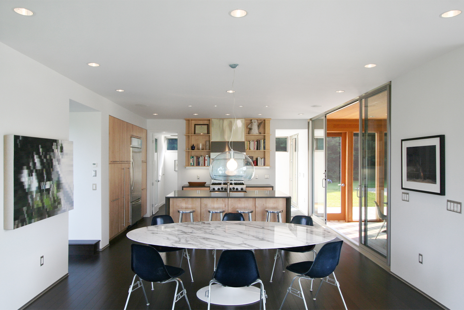 07-res4-resolution-4-architecture-modern-modular-home-prefab-sunset-ridge-house-interior-kitchen-dining.jpg