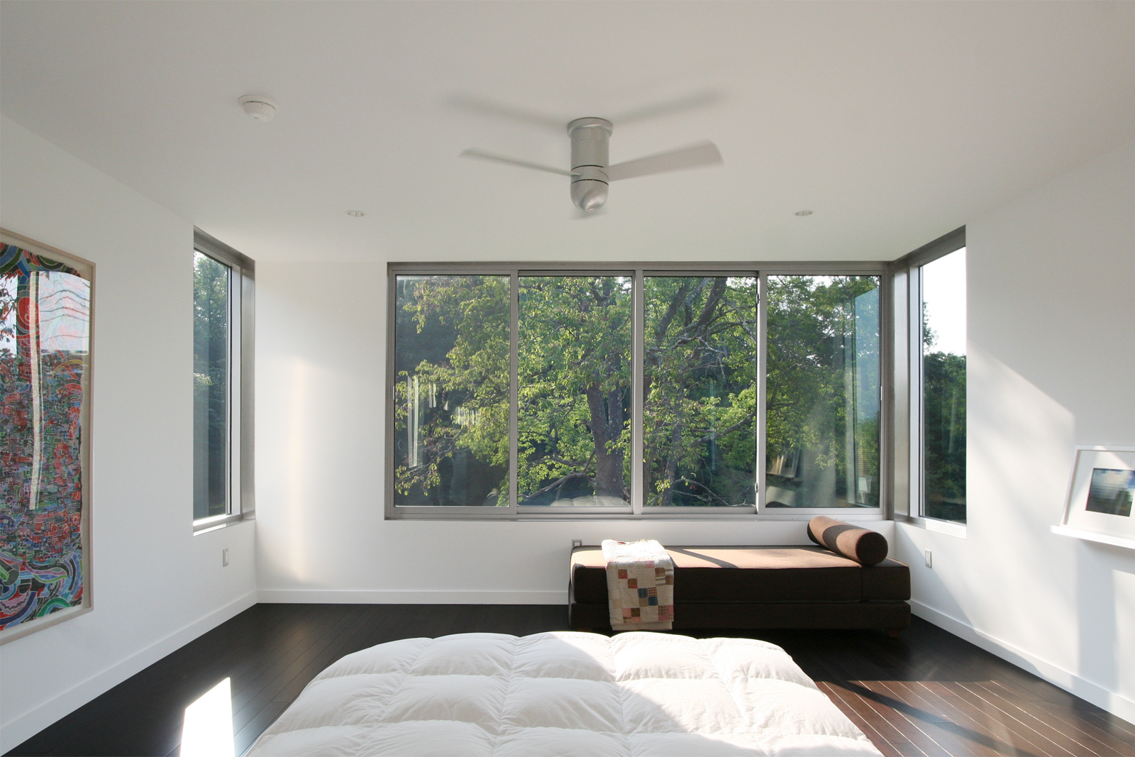 13-res4-resolution-4-architecture-modern-modular-home-prefab-sunset-ridge-house-interior-master-bedroom.jpg