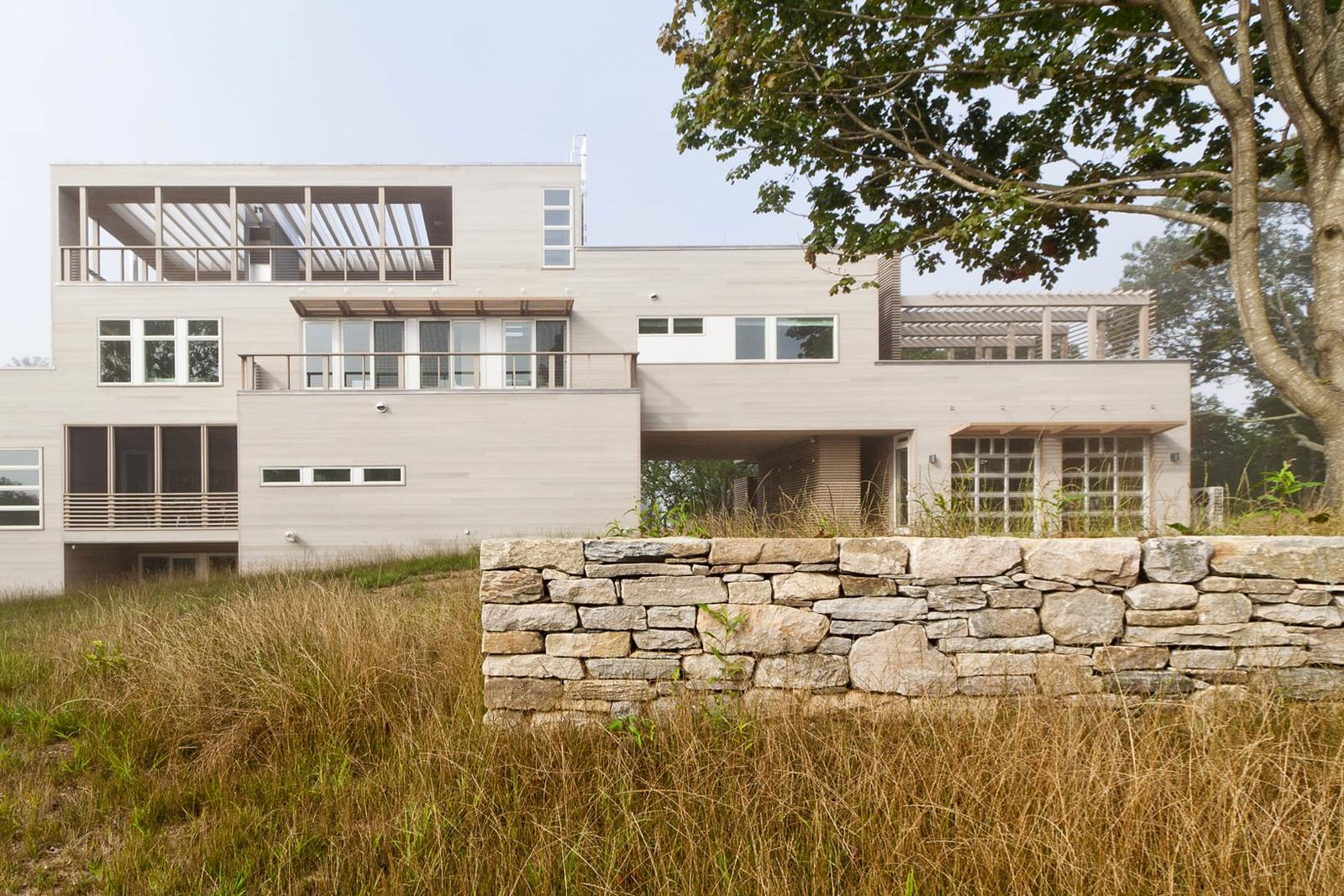 02-res4-resolution-4-architecture-modern-modular-home-prefab-house-fishers-island-exterior.jpg
