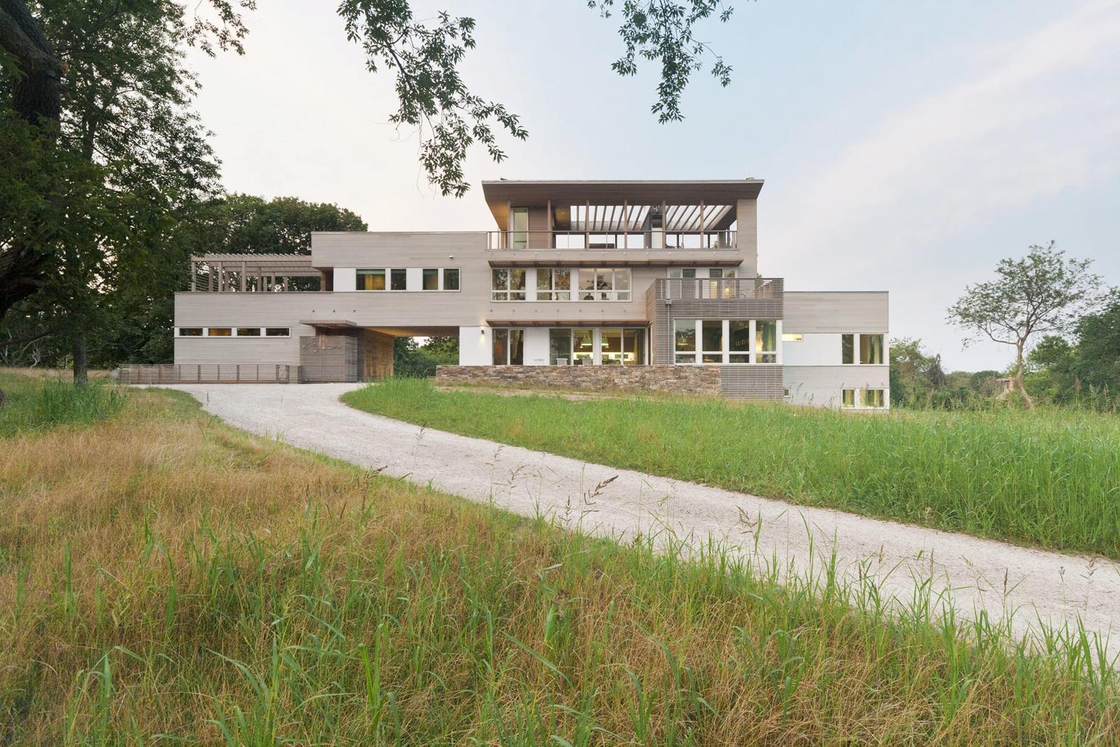 05-res4-resolution-4-architecture-modern-modular-home-prefab-house-fishers-island-exterior.jpg