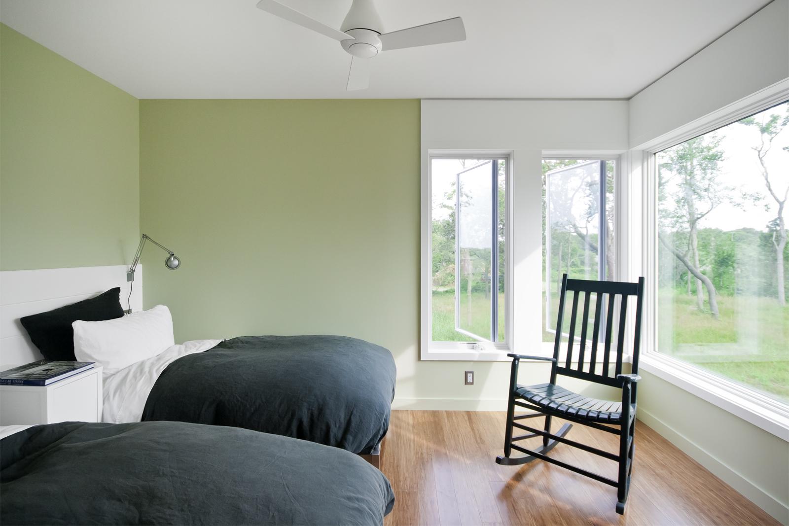 18-res4-resolution-4-architecture-modern-modular-home-prefab-house-fishers-island-interior-bedroom.jpg