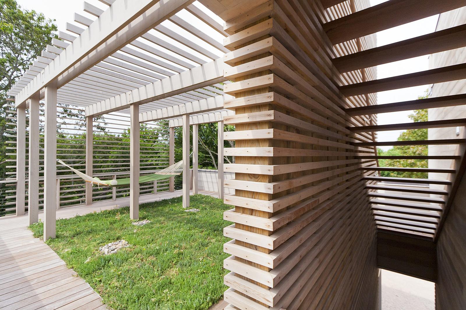 22-res4-resolution-4-architecture-modern-modular-home-prefab-house-fishers-island-exterior-roof-terrace-hammock.jpg