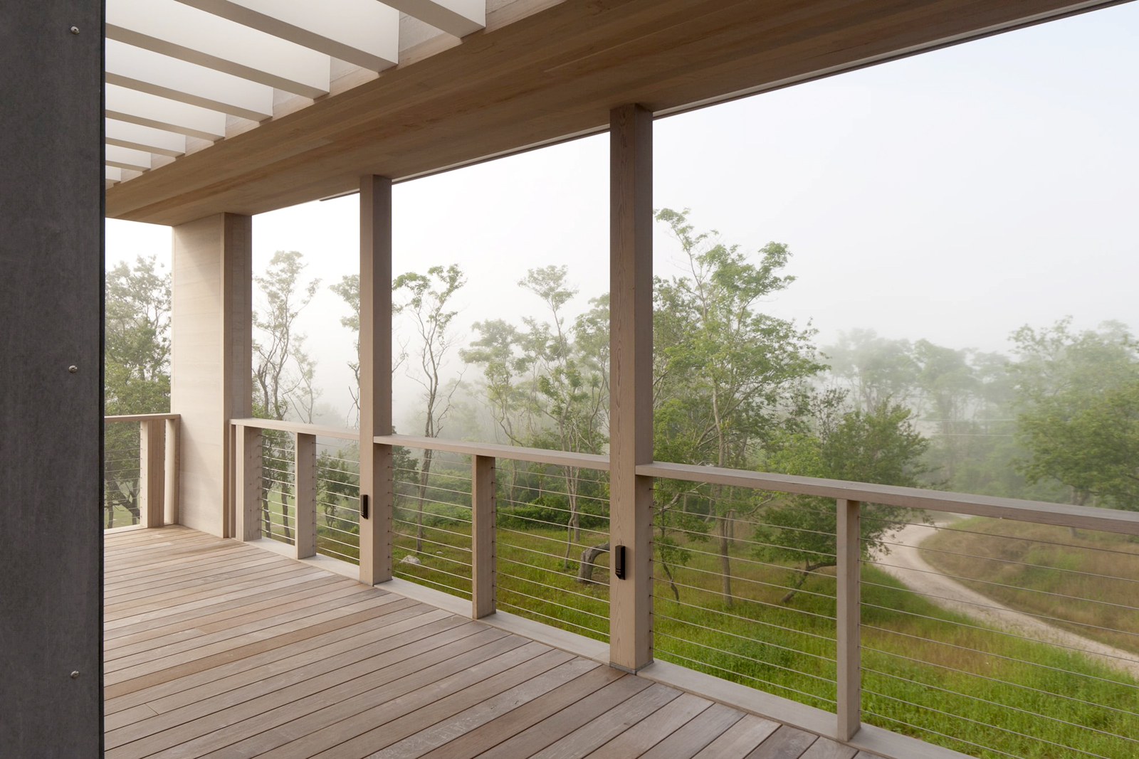24-res4-resolution-4-architecture-modern-modular-home-prefab-house-fishers-island-exterior-roof-deck-balcony.jpg
