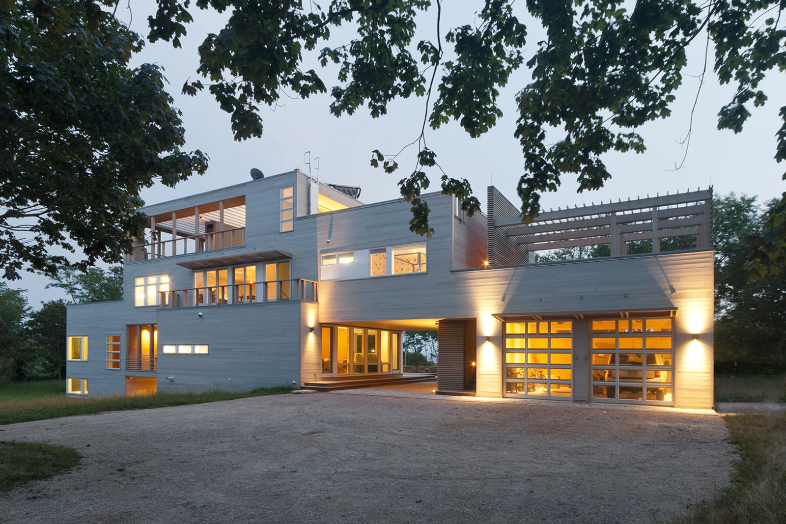 28-res4-resolution-4-architecture-modern-modular-home-prefab-house-fishers-island-exterior.jpg