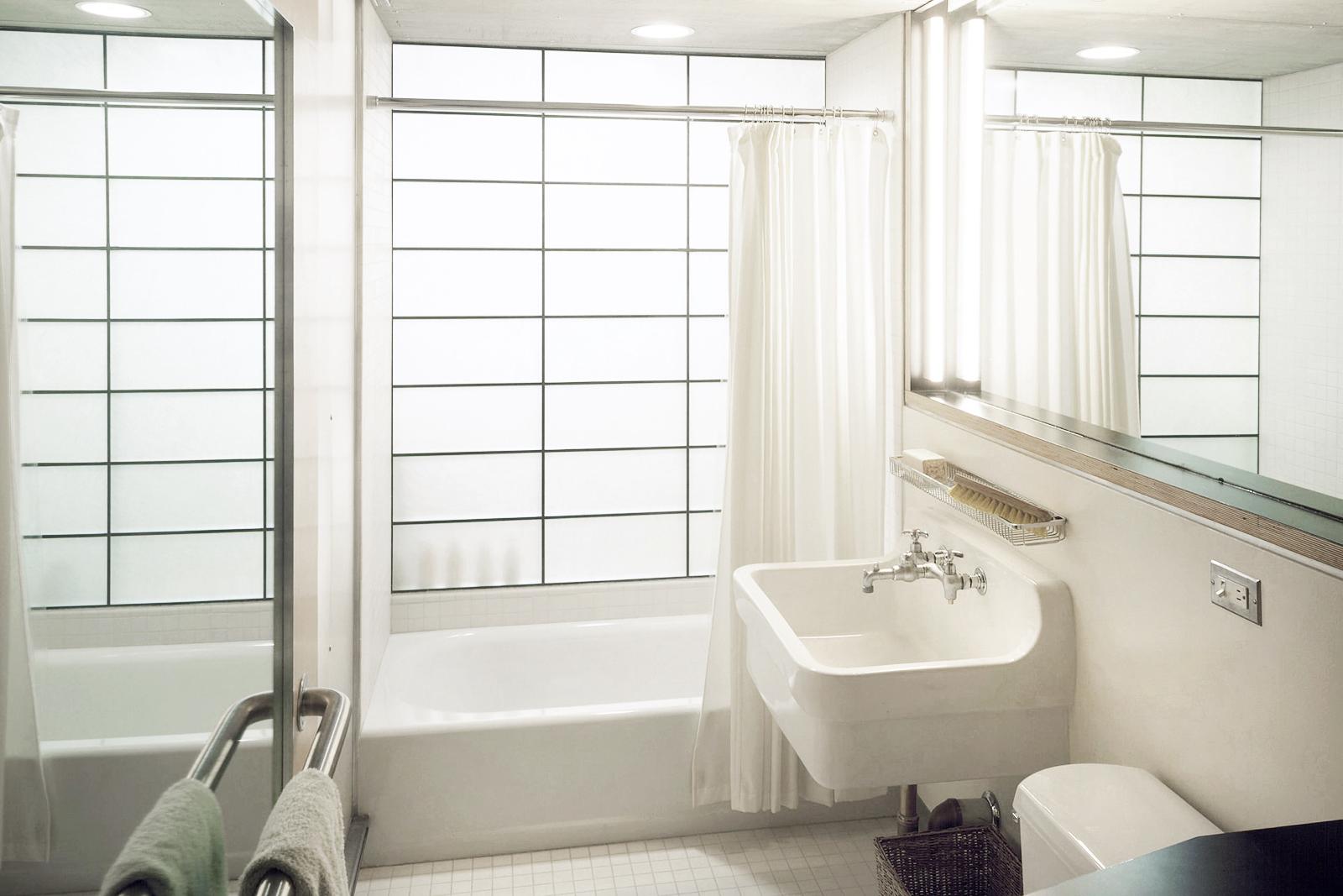 13-res4-resolution-4-architecture-modern-apartment-residential-rons-loft-interior-bathroom.jpg