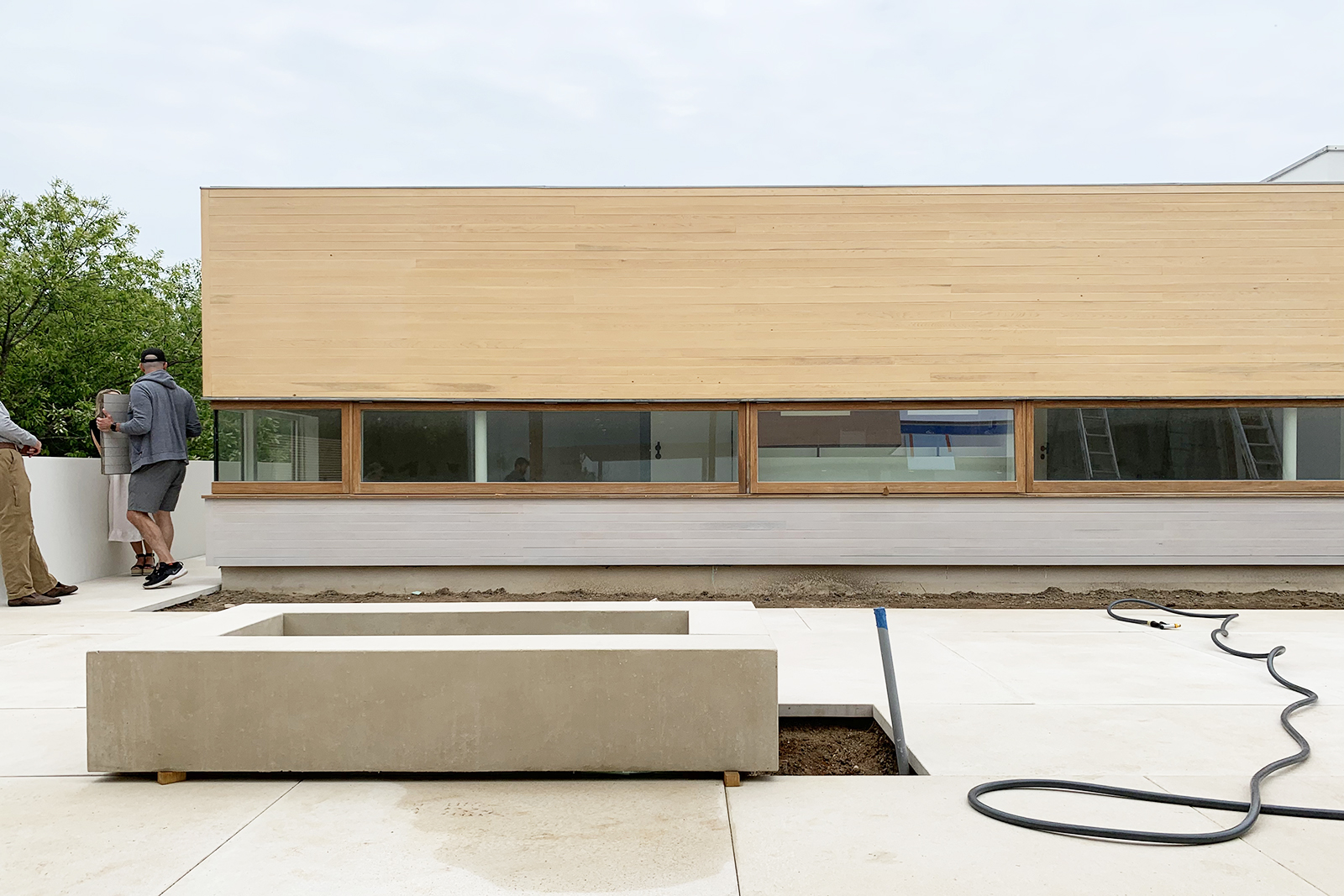 11-res4-resolution-4-architecture-surfside-modern-renovation-montauk-hamptons-ny-courtyard-firepit.jpg