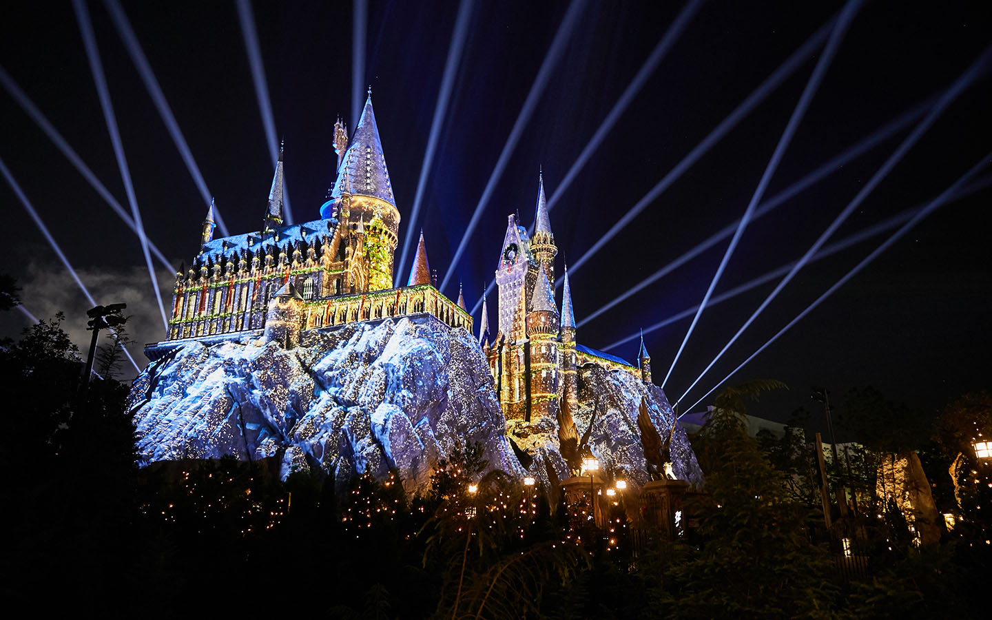 The-Magic-of-Christmas-at-Hogwarts-Castle-Holidays-at-Universal-Orlando-Resort.jpg