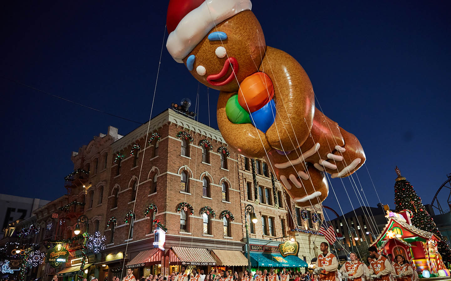Gingy-Balloon-Universals-Holiday-Parade-Featuring-Macys.jpg
