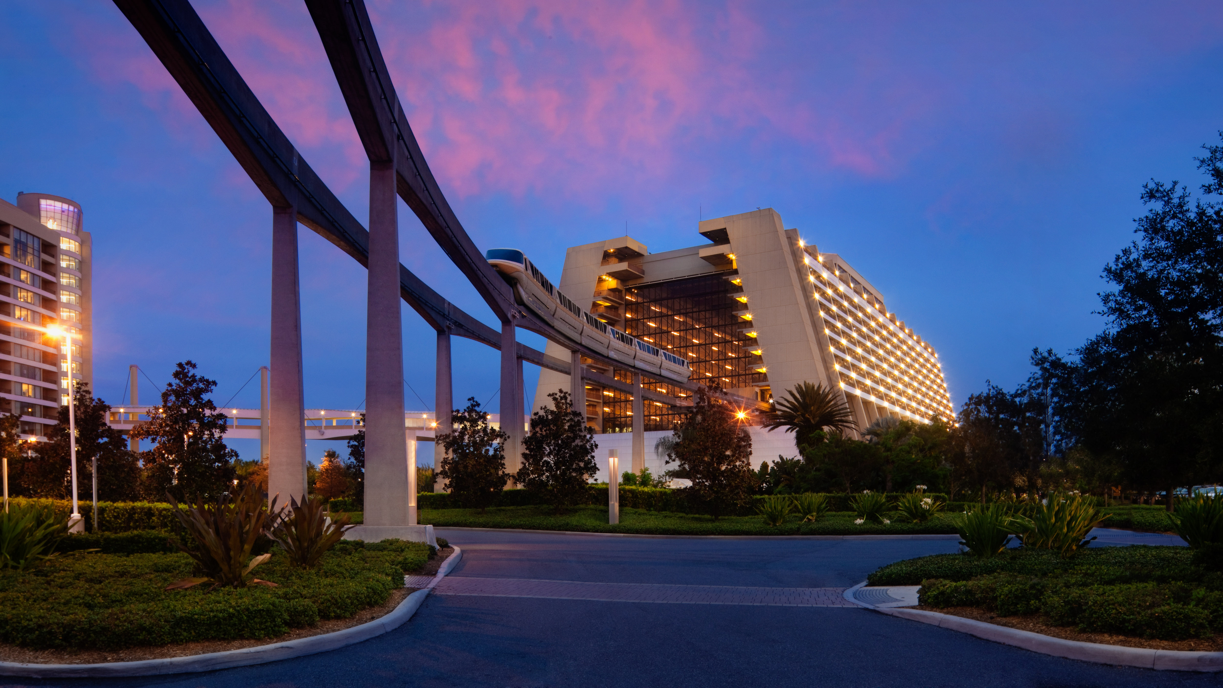 712839188_contemporary-resort-00.png
