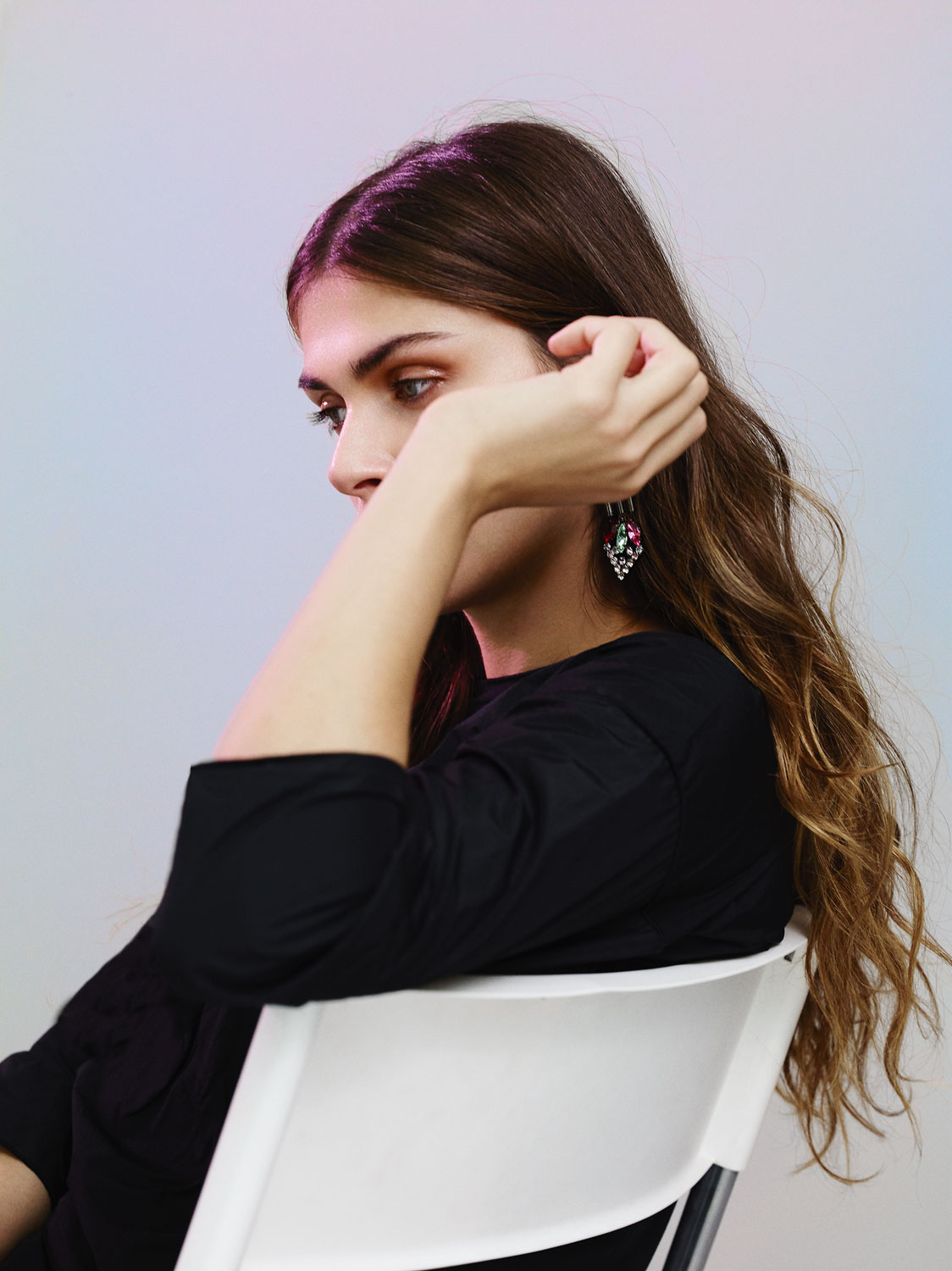 Anthracite three-quarter sleeve t-shirt  MAX MARA , faded ink on rose brass earrings with pink and cristal navettes  IOSSELLIANI .