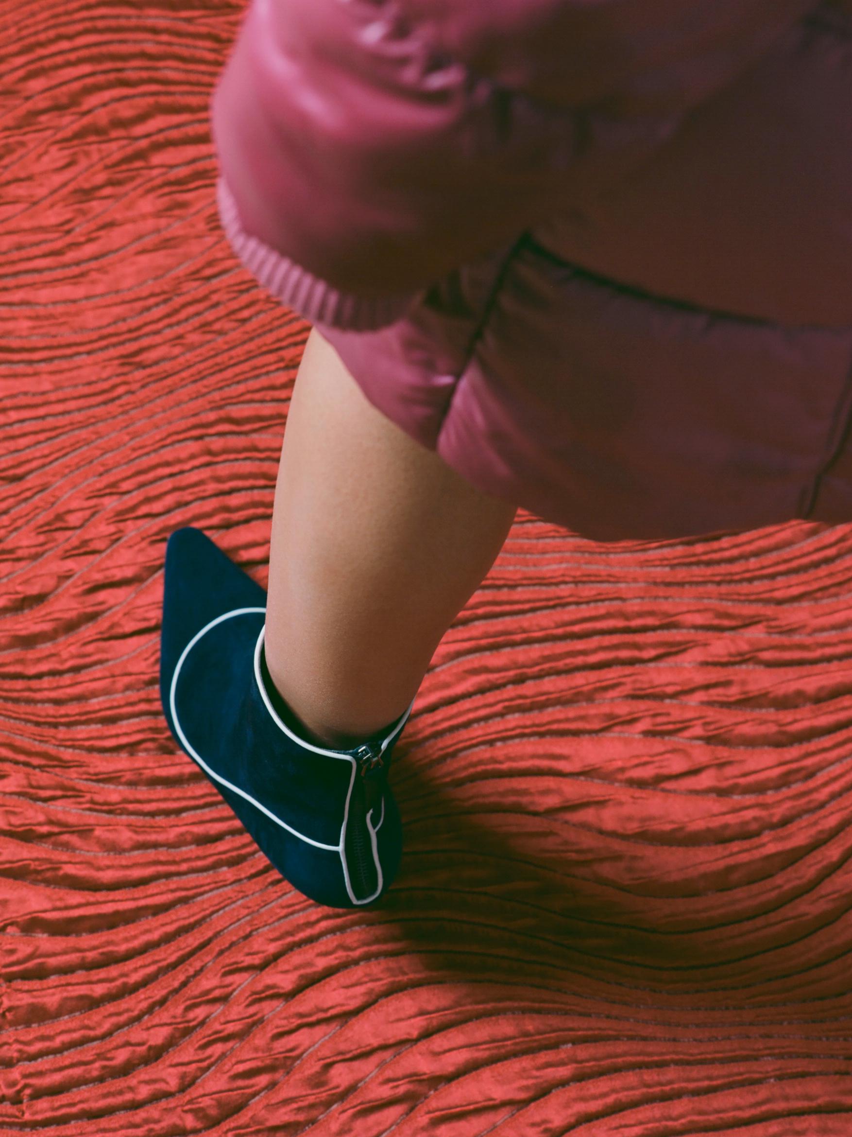 RED-LEG-BOOT.jpg