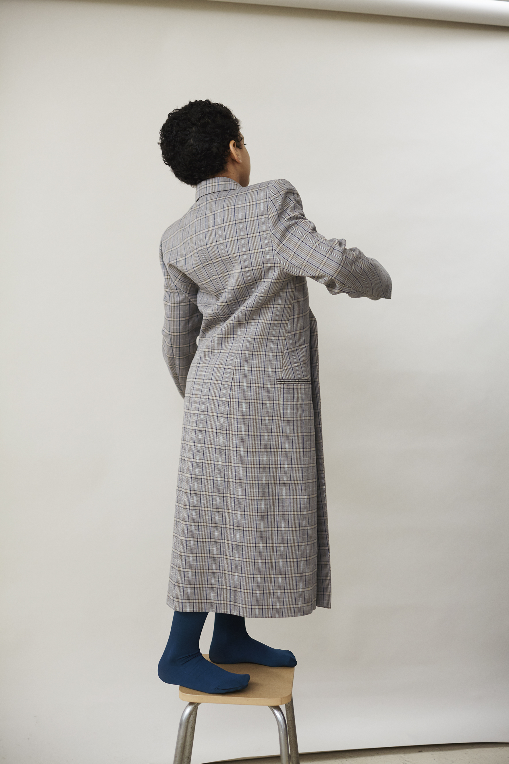 Double breasted checkered coat and yellow popeline cotton shirt BALENCIAGA, blue satin tights WOLFORD.