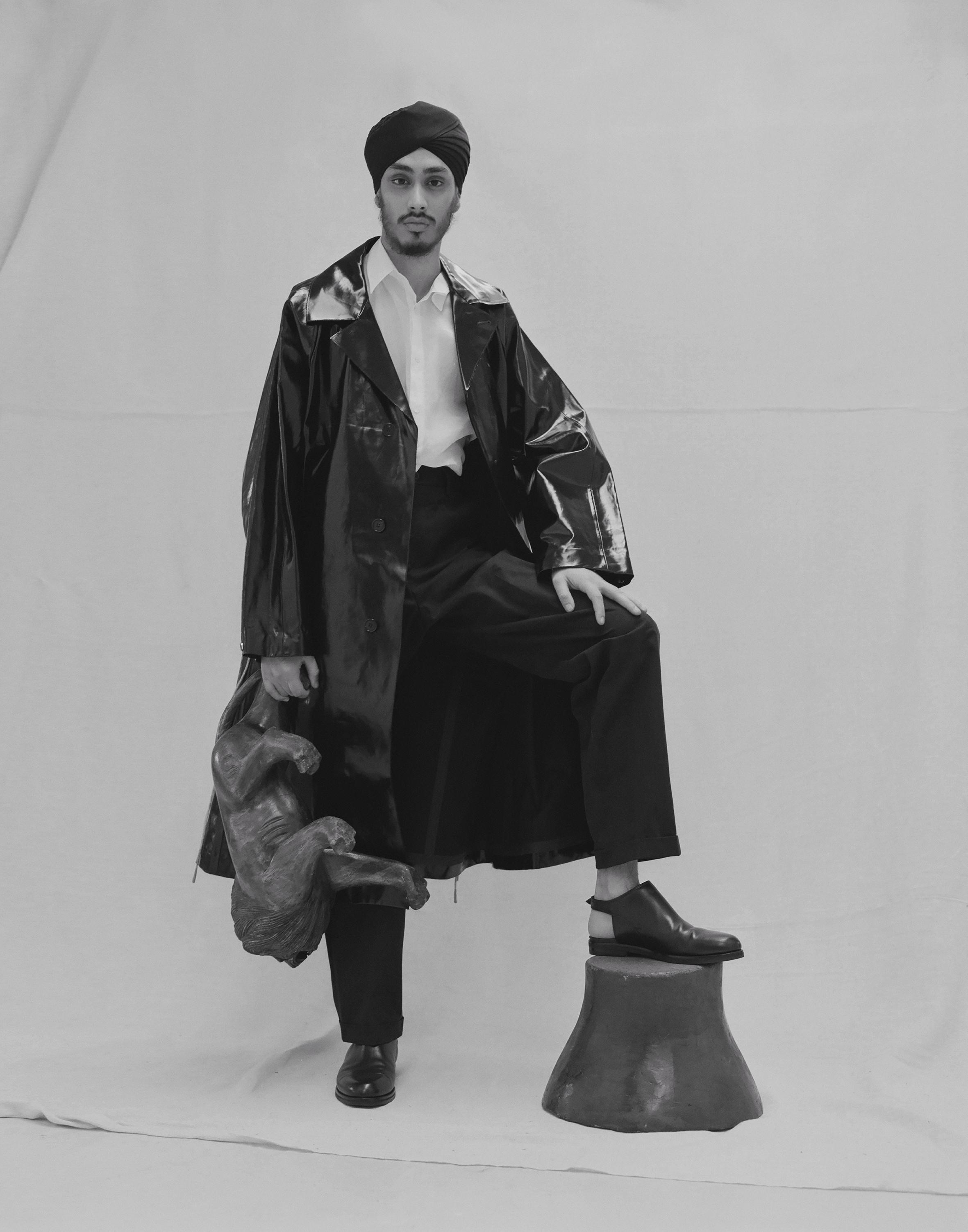Patent leather coat ACNE STUDIOS,white poplin shirt E. TAUTZ,suit trousers MARGARET HOWELL,calfskin cut off sandals MAISON MARGIELA.