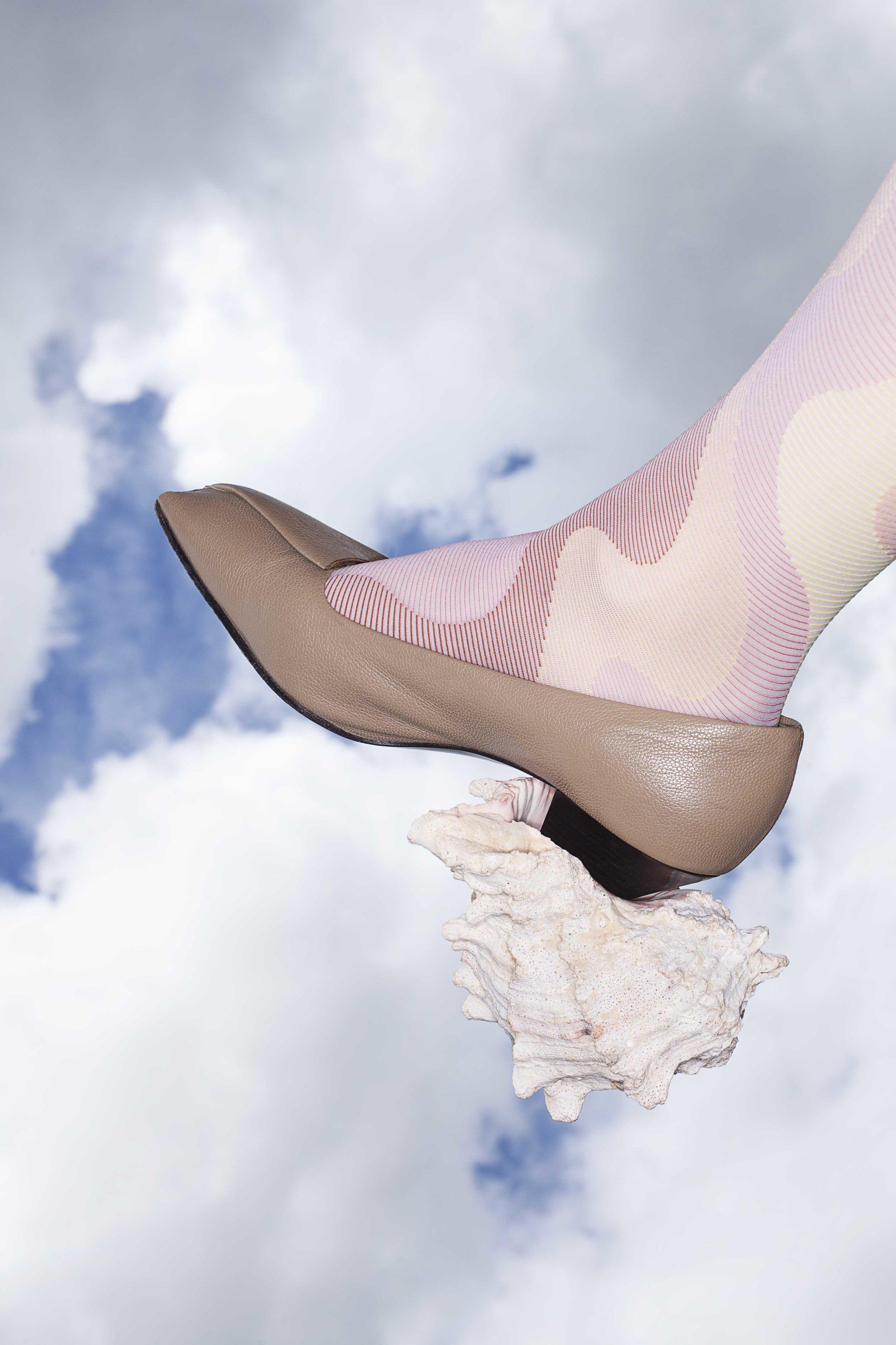 Shoes: Jil Sander, tights: Falke.