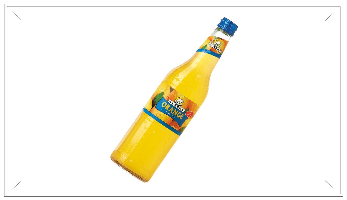 AL102 - Alaska Orange Limonade 0,5l - Zutaten: Wasser, Zucker, Orangensaft aus Orangensaftkonzentrat (3%), Kohlensäure, Säuerungsmittel Citronensäure, konzentrierter Orangenextrakt, natürliches Orangenaroma, Vitamin C, Stabilisator Johannisbrotkernmehl, Farbstoff CarotinPreis p. Liter 3,00€ inkl. 0,08 PfandPreis pro Flasche 1,50 € (inkl. Pfand 0,08 €)AL102Preis pro Kasten 17,00 (inkl. Pfand 3,10 €)AL102a