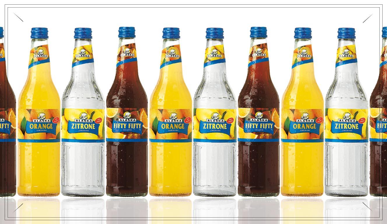 AL110 - Alaska Mischkasten Limonade - Inhalt:Alaska Cola Mix | Alaska Orange Limonade | Alaska Zitrone LimonadePreis p. Kasten 17,00€ inkl. 3,10 Pfand (20 Flaschen p. Kasten)13,90 €