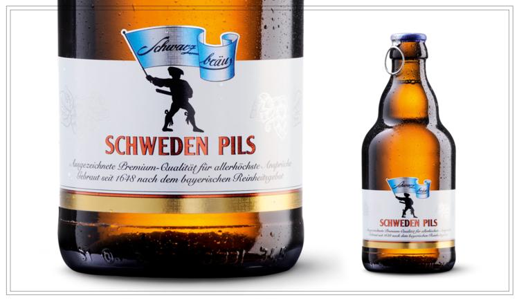 SB103 - SCHWEDEN PILS (0,33l) - Bester Tettnanger Aromahopfen gibt diesem Pils die exklusive, feinherbe Hopfennote. Die kalte Gärung und lange kalte Lagerung garantieren ein Pils der besonderen Art.Ideal aus der Flasche genießbar!Alkohol: 5,0% | Stammwürze: 11,6 °PlatoPreis p. Liter 5,76 € (inkl. Pfand 0,08 €)Preis pro Flasche 1,90 € (inkl. Pfand 0,08 €) - SB103Preis pro Kasten 14,90 (zzgl. Pfand 3,10 €) - SB103a