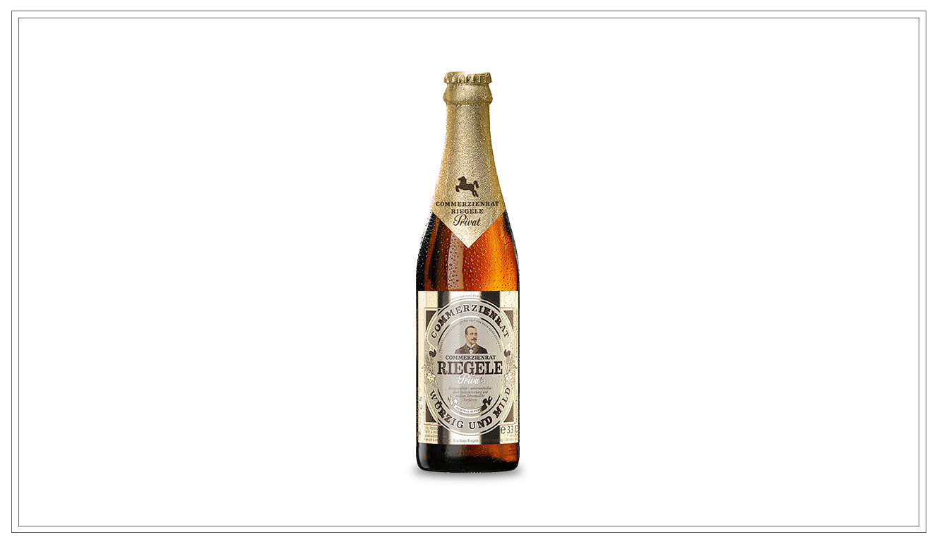 BR103 - Commerzienrat Riegele Privat 0,33l - Mit dem Commerzienrat Riegele Privat ist ein Spezialitätenbier gelungen, das dank einer höchst aufwendigen Spelzentrennung und einem uraltem Schrotmaischverfahren schlicht einzigartig ist.Gewählt zum Bier des Jahrzents vom Probier-Club, der größten Konsumentenvereinigung für Bier.Alkohol: 5,2%Preis p. Liter 5,70 € (zzgl. 0,08 € Pfand)Preis p. Flasche 1,90 € (inkl. Pfand 0,08 €) - BR103Preis p. Kasten 17,90 € (zzgl. Pfand 3,42 €) - BR103a
