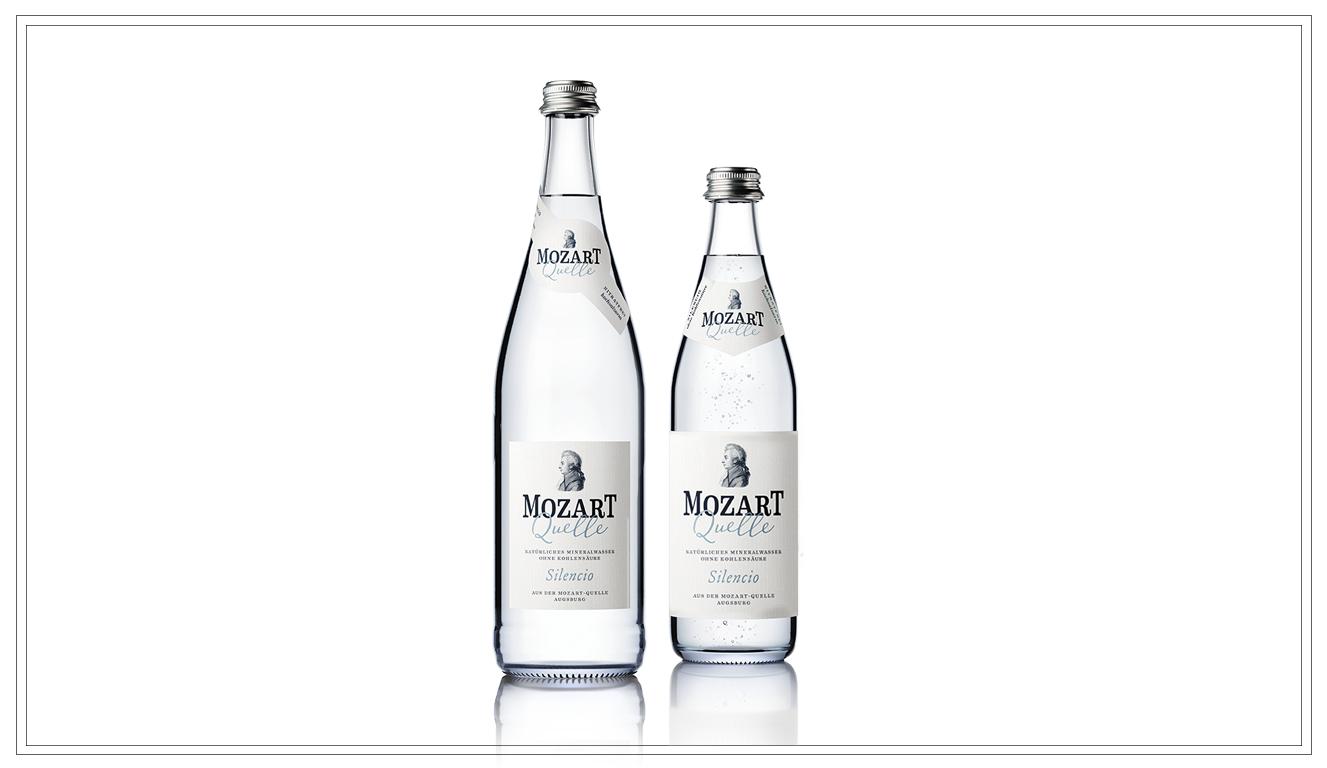 Silencio (Still) 0,5l/0,75l - Wer die MozartQuelle genießen möchte, wie sie die Natur geschaffen hat, greift zu dieser Variante. Rein, wie das Wasser die Oberfläche erreicht, so wird die MozartQuelle Silencio abgefüllt – ohne Zugabe von Kohlensäure. Bestens geeignet zu reifen Rot- und Weißweinen.Preis pro Flasche 0,5l 1,90 € (zzgl. Pfand 0,08 €)MO103Preis pro Kasten (20x) 0,5l 10,90 (zzgl. Pfand 3,10 €)MO103aPreis pro Flasche 0,75l 2,50 € (zzgl. Pfand 0,15 €)MO104Preis pro Kasten (12x) 0,75l 12,90 (zzgl. Pfand 3,30 €)MO104a