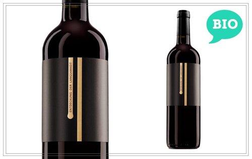 WM131 - Entdeckung der Langsamkeit 0,75l (aus biologischem Anbau) - Von bis zu 80 Jahre alten Stöcken wird dieser Wein langsam und schonend gelesen und verarbeitet. Brombeeren, Kirschen und Pflaumen am Gaumen, untermalt von dunkler Schokolade und einem Hauch Vanille. Harmonisch mit sehr schönem Abgang. Preis p. Liter 19,93 €14,95 €