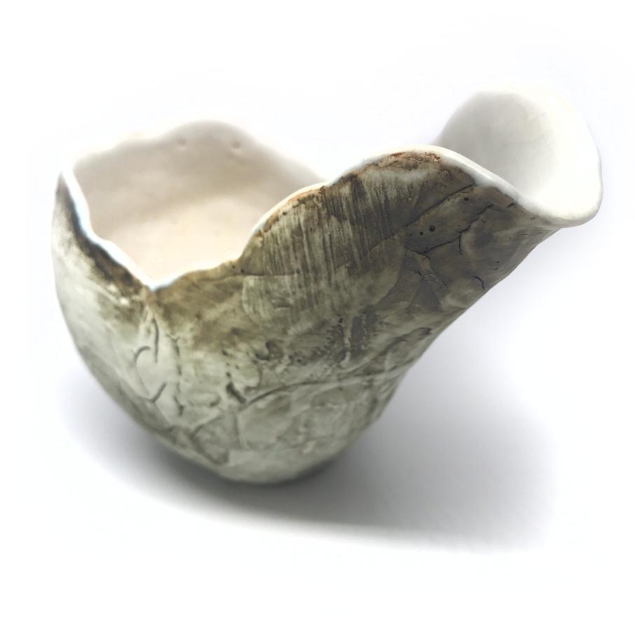Katakuchi spouted bowl by Yasushi Mizuno