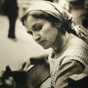 EL LEGADO - Siguiendo el legado del gran ícono del folclore chileno y latinoamericano, Violeta Parra, tenemos el propósito de crear vínculos entre músicos y profesores locales e internacionales, visualizando puentes de desarrollo entre Chile, Latinoamérica y el mundo