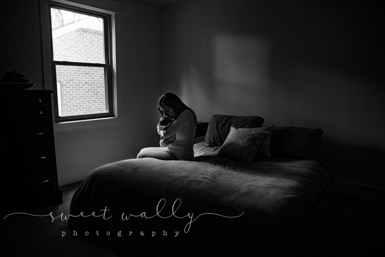 Mommy & baby snuggles | Lifestyle Newborn Session | Sweet Wally Photography | Nashville Newborn Photographer