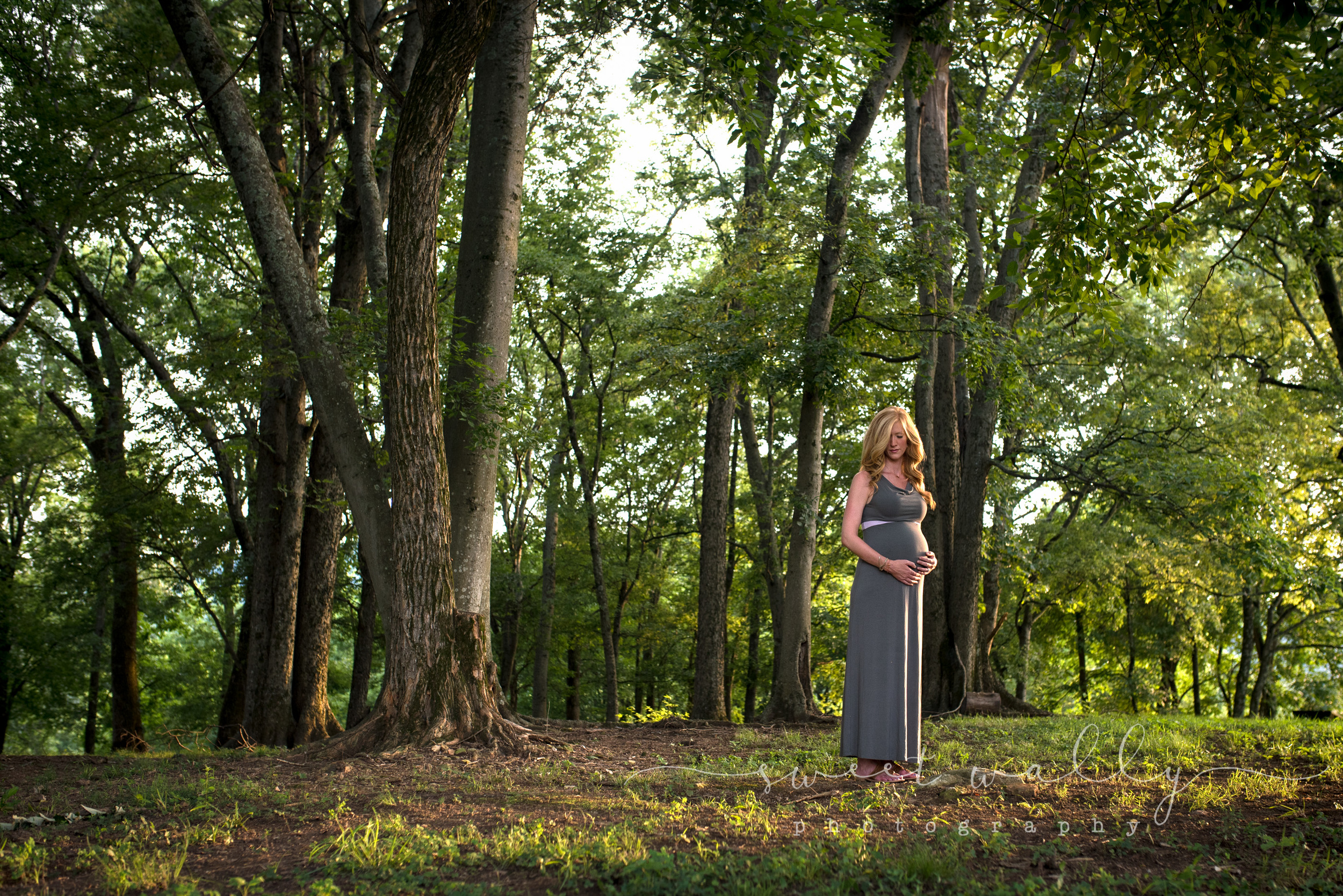 Outdoor Maternity Portrait | Sweet Wally Photography | Nashville Maternity Photographer