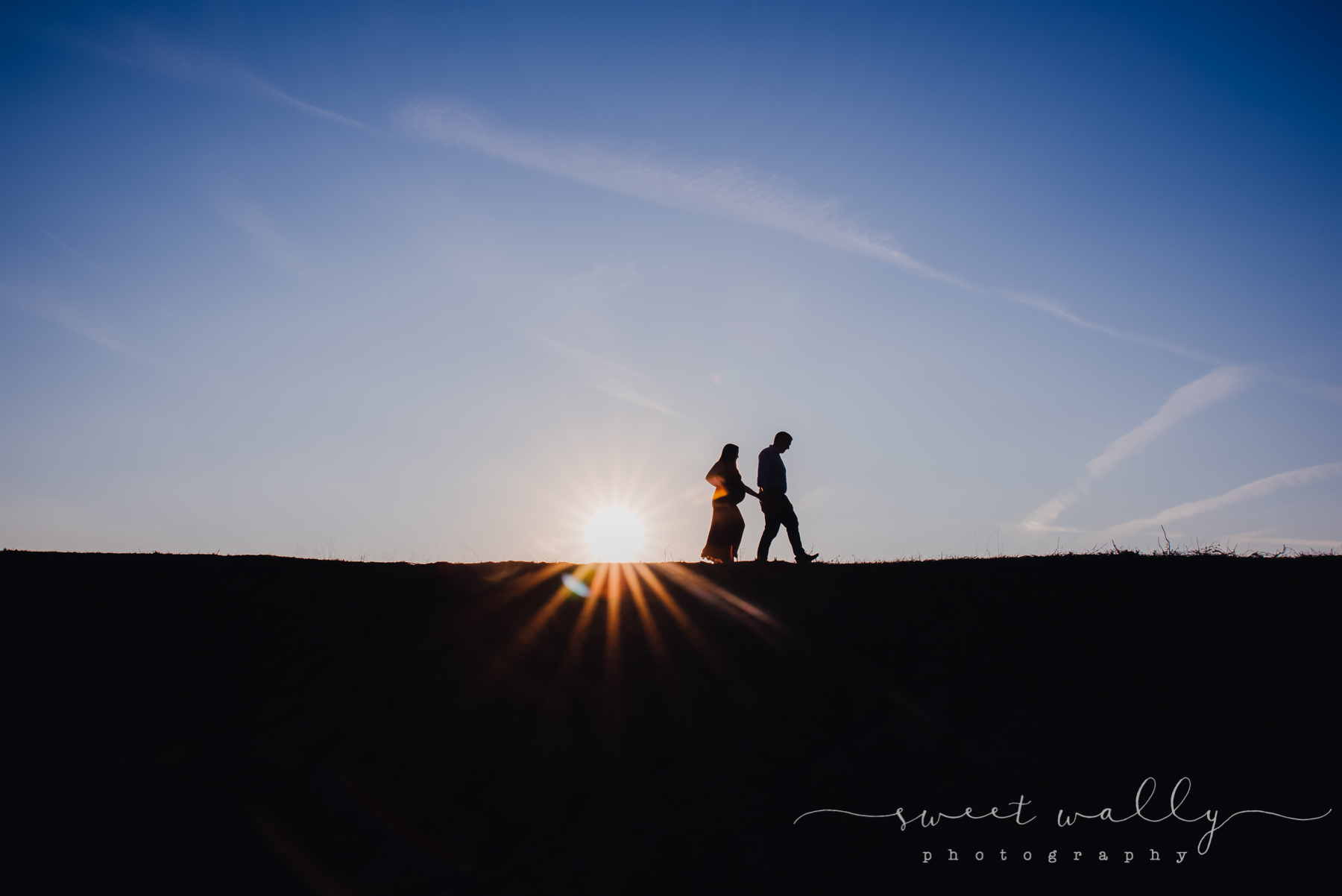Sunshine and baby bump silhouette | Sweet Wally Photography | Nashville Maternity Photography