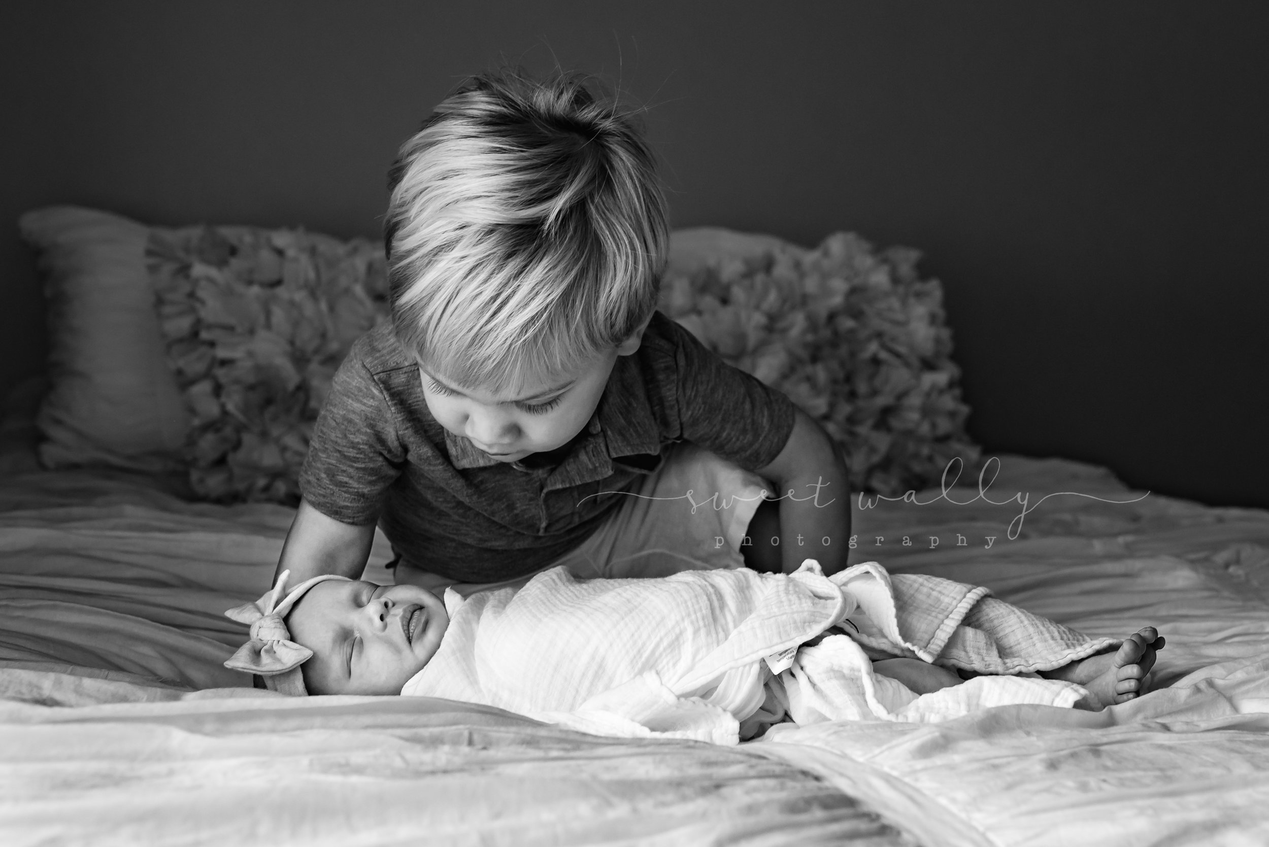 Curious big brother | Sweet Wally Photography | Nashville, TN & Bowling Green, KY