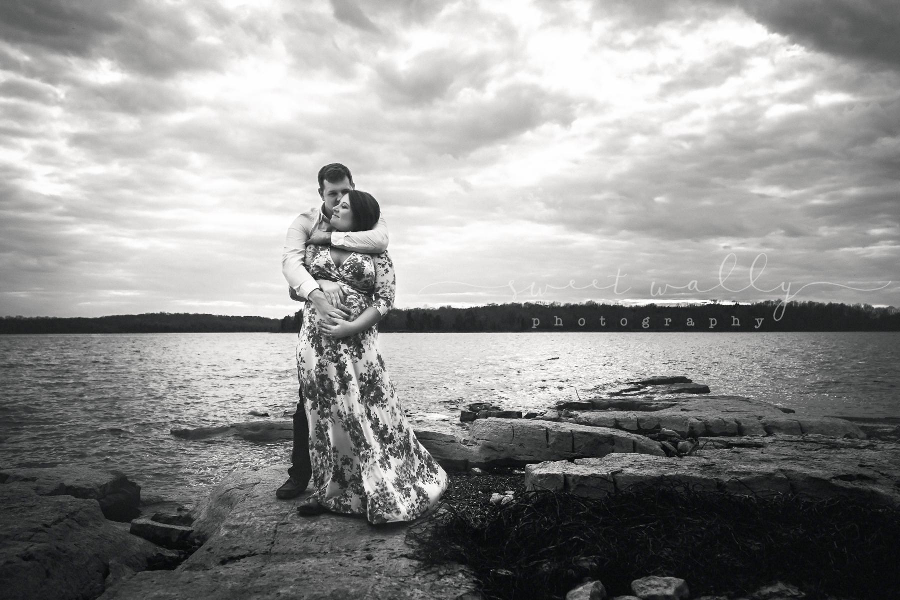 Dramatic maternity portrait | Sweet Wally Photography | Nashville TN | Bowling Green KY
