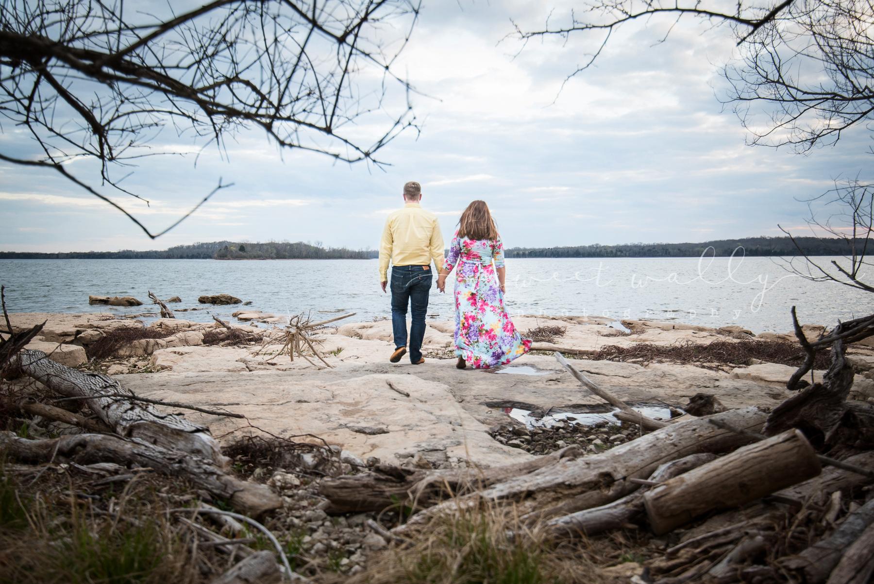 Couples lakeside maternity photo | Sweet Wally Photography in Nashville TN
