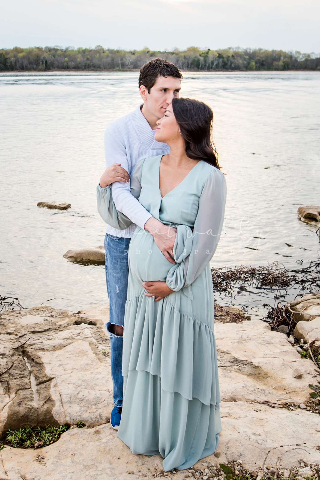 A quiet moment | Lakeside maternity photos | Sweet Wally Photography in Nashville, TN