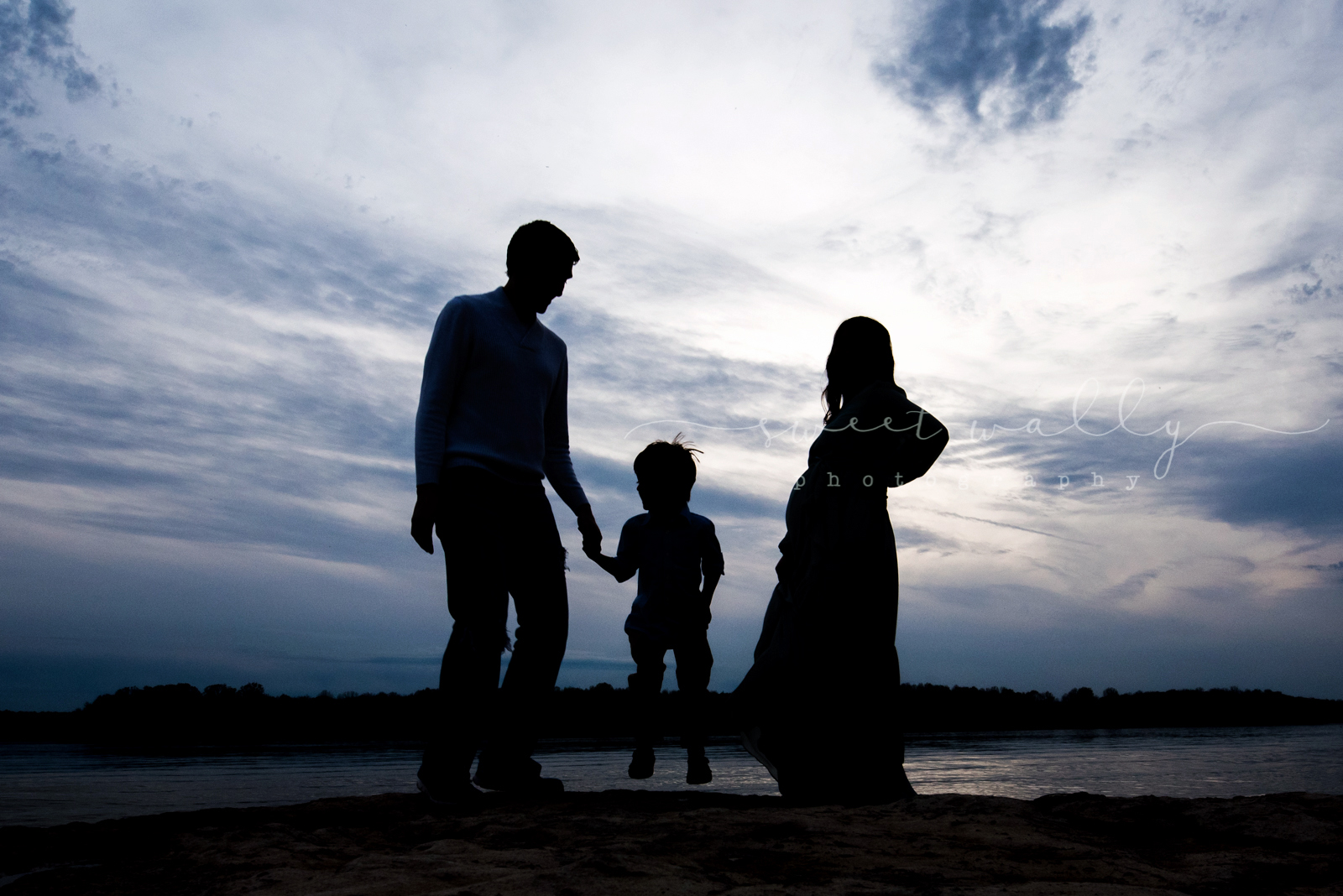 Family silhouette | Family Maternity Session | Sweet Wally Photography | Bowling Green KY