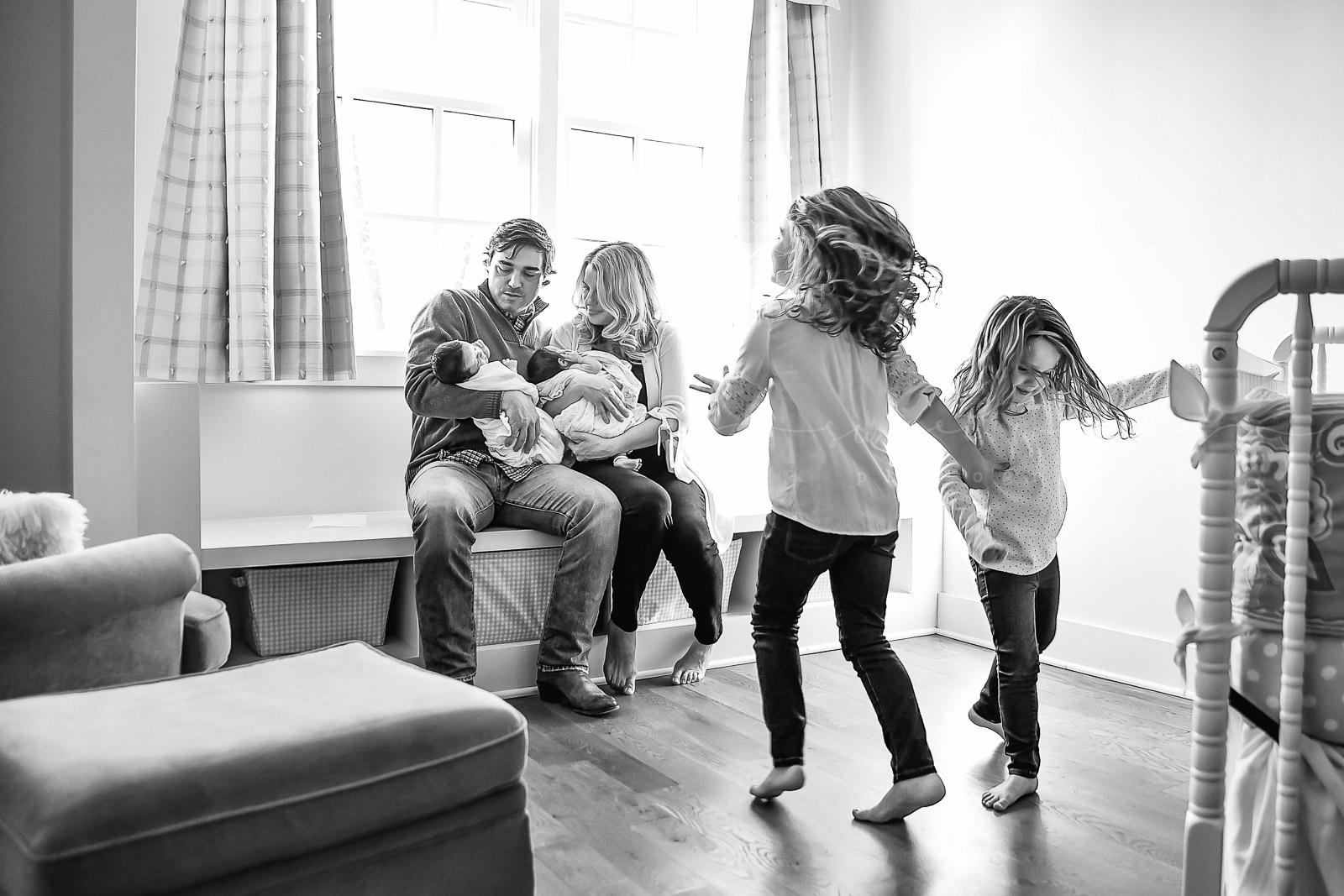 lifestyle newborn photographer in nashville, tennessee