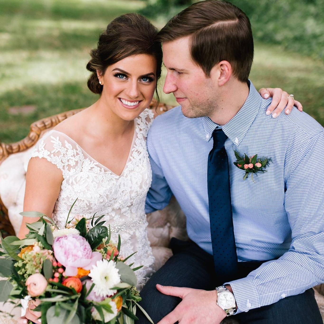 Jade and Seth at Bloom Lake Barn | Allison Hopperstad Photography | day of coordinating by Josey with Sixpence Events