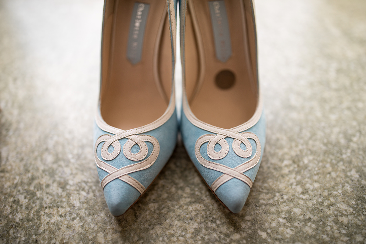 sixpence in her shoe | Nicolett Island Inn getting ready | Brian Bossany Photography | Sixpence Events & Planning wedding blog and day of coordinating