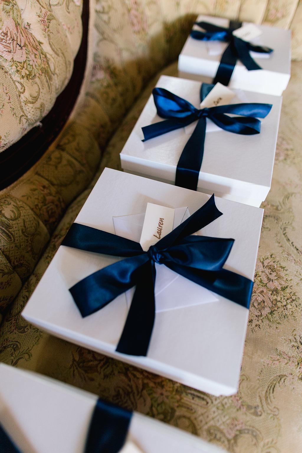 Jade + Seth Wedding | Allison Hopperstad Photography | Bloom Lake Barn | Jade Taylor Market bridesmaids boxes with blue ribbon