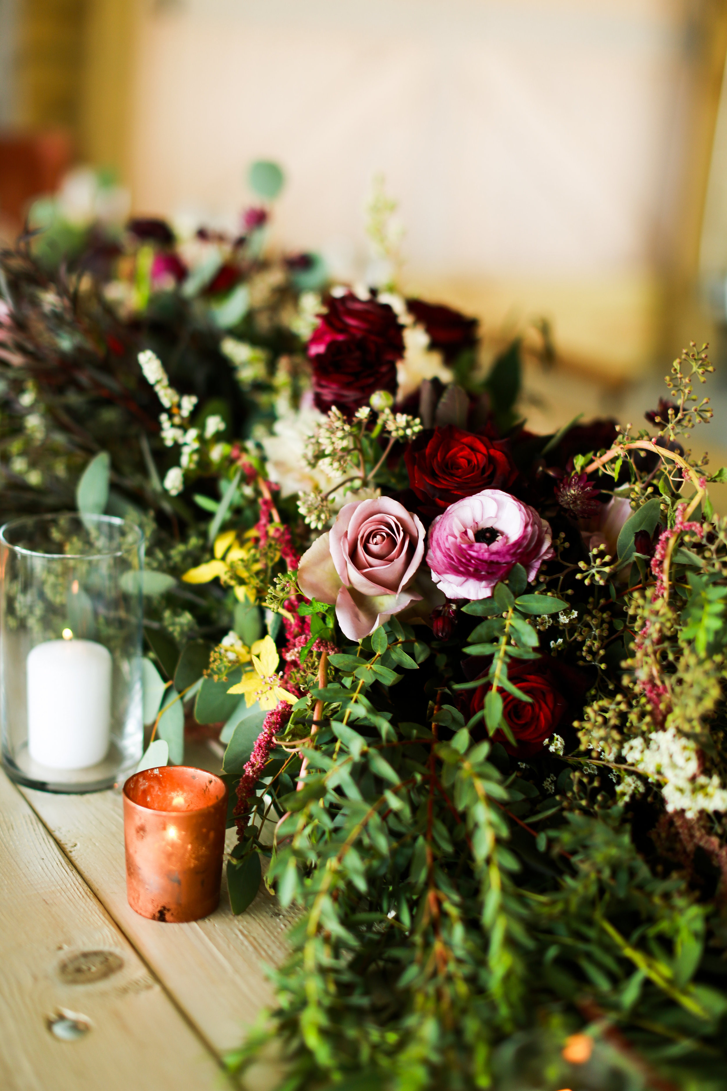 Jenna Kevin Wedding   Sixpence Events day of coordinating   Hannah Schmitt Photography   Legacy Hill Farm   table floral decor