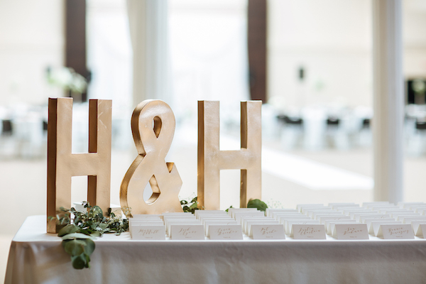 Hailey and Hunter | Alyssa Lee Photography | Sixpence Events & Planning | large letters with ampersand at place card table